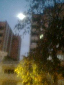 Luna llena al amanecer
